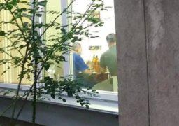 Черкаських стоматологів «піймали» з пивом і рибкою на роботі