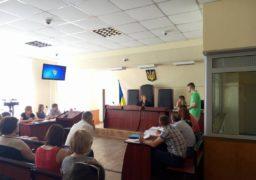 У Черкаському суді триває справа скандальної вчительки Макаренко, яка вимагає моральної та матеріальної компенсації
