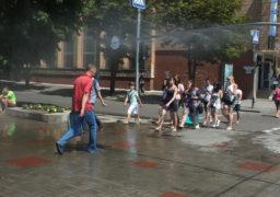 У центрі Черкас знову працює «водяна завіса»