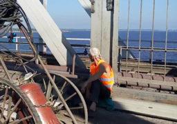 Юрій Ткаченко провів нараду з приводу незадовільних темпів ремонту мосту в Черкасах. В підсумку наступного дня кількість робітників збільшилася з 3 до 8…