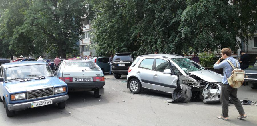 Жахливе ДТП в середмісті Черкас – загинула літня жінка, поранені люди та розбиті 7 автівок
