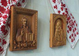 У краєзнавчому музеї черкаський різьбяр розкрив «Співочу душу дерева»