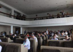 У міськраді створюють нові депутатські групи та виключають депутатів з фракції