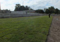 На запасному полі Центрального стадіону розпочали укладання газону