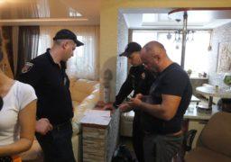 Жахливий сморід і дірки в підлозі: черкаську родину переслідує посадовець ОДА