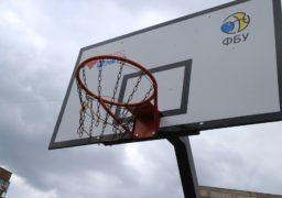 Баскетбольний довгобуд на Митниці