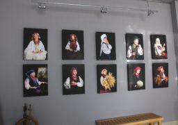"У черкаській галереї показали ""Благословенних Богом українок"""
