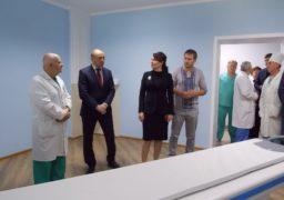 Міський голова Анатолій Бондаренко хизувався новим томографом перед нардепом від «Самопомочі»