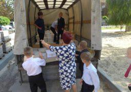 Учнів молодших класів черкаської школи №17 під час уроків змусили розвантажувати вантажівку з підручниками