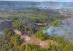 Рятувальники продовжують ліквідовувати пожежу на торфосховищі в Ірдині