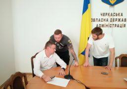 «Тепер будуть викидати з вікон», – активісти попередили посадовця Черкаської ОДА