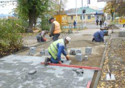 На вулиці Небесної Сотні завершується реконструкція тротуару