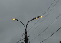 Черкащанам пояснили, чому серед білого дня на вулицях горять ліхтарі