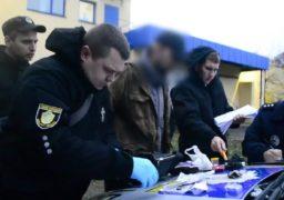 У Південно-Західному районі затримали черкащанина із наркотиками