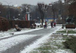 Сніг та ожеледиця: у Черкаси прийшла зима
