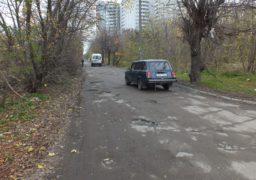 Біля черкаської військової частини автівки «тонуть» у калюжах
