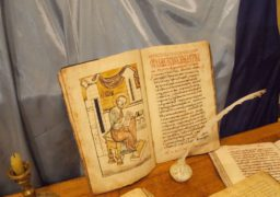 У Черкасах презентували унікальну копію легендарного Пересопницького Євангеліє