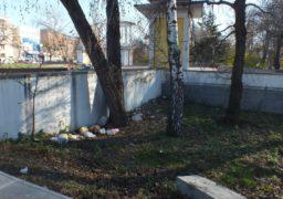 Черкащани закидали Соборний парк сміттям