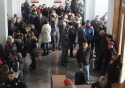 Енергетики увійшли до будівлі Черкаської ОДА