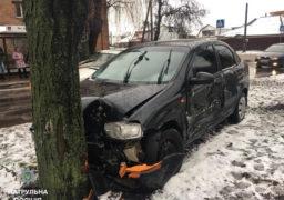 На перехресті бульвару Шевченка та вулиці Крилова сталась автопригода, в якій постраждала жінка-водій
