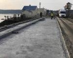 На мосту через Дніпро будівельники підрядної організації готують до влаштування шару гідроізоляції на лівому проїзді