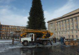 У Черкасах на Соборній площі з᾽явилася новорічна ялинка