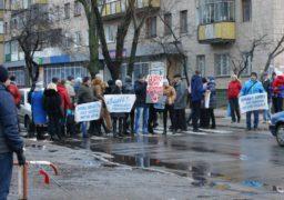 Батьки вихованців школи-інтернату перекрили рух вулицею Пацаєва