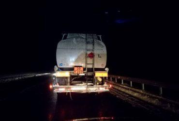 Поліція вибірково пропускає на міст фури, що порушують вагові обмеження в 5 тонн