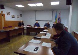 Громадські активісти Черкас шукали членів виконкому, аби запросити їх на засідання