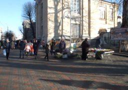 Напередодні новорічних свят у центрі Черкас активізувалися стихійники