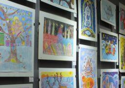 У Черкасах юні художники зобразили музику зимової казки