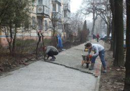 По вулиці Смілянській будують тротуар