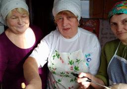 Святкові страви для бійців АТО від волонтерів Сміли