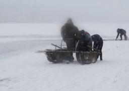 Смілянські рятувальники під час тренування врятували рибалку, який провалився під лід