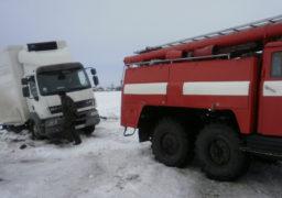 На Золотоніщині у сніговий замет потрапив вантажний автомобіль з продуктами харчування