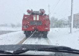 На Маньківщині у сніговий замет потрапив автомобіль із породіллею