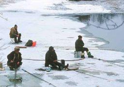 У Черкасах на Дніпрі врятовано рибалку, який дрейфував на крижині