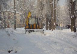 Підприємець традиційно долучається до очищення міста від снігу