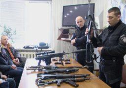 Черкаських вчителів ознайомили з вогнепальною зброєю