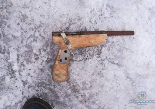 Поліція вилучила саморобний пістолет у корсунчанина
