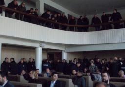 Спокій черкаських депутатів забезпечували півсотні поліціянтів