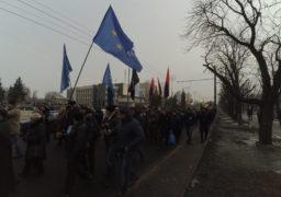 В Черкасах тисячі громадян брали участь в масовій акції під гаслами за відставку П.Порошенка