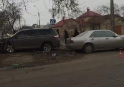 "На перехресті вулиць Благовісна та Казбетська в лоб стикнулися ""Тойота"" та ""Мерседес"""