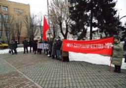 Акцію протесту під Черкаської міськрадою влаштували люди, що називають себе комуністами