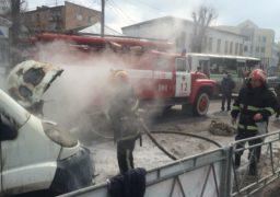 У центрі Сміли загорілася автівка. Постраждав водій