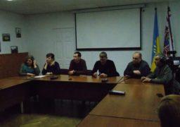 Черкаських депутатів не пустили на таємні збори виборців