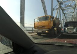 Знову проблеми: на мосту через Дніпро встановили реверсний рух пов'язаний з ремонтом