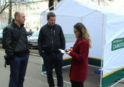 """Активісти """"Об'єднання """"Самопоміч"""" допомагають черкащанам обрати сімейного лікаря"""