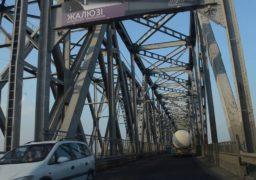 Рух автотранспорту по мосту через Дніпро з 7 та 9 квітня здійснюватиметься у режимі світлофорного регулювання з 9 до 13 години