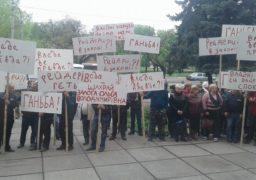 На голову Черкаського Держгеокадастру відтепер тиснуть акціями протесту